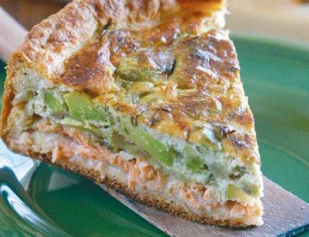Пирог с авокадо, кабачками и лососем