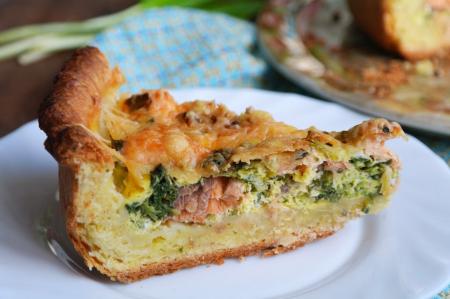Рецепт Пирог с лососем, шпинатом и черемшой