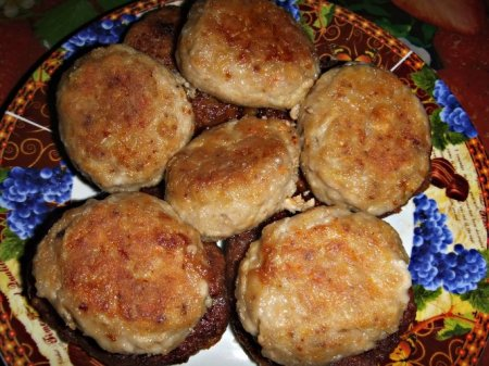 Рецепт Куриные котлеты с овощами и грецкими орехами в мультиварке