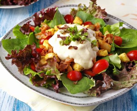 Рецепт Салат со шпинатом и сливочно-картофельным соусом