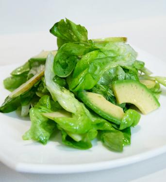 Рецепт Салат из зеленого яблока и авокадо