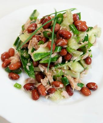 Рецепт Салат из фасоли и консервированного тунца