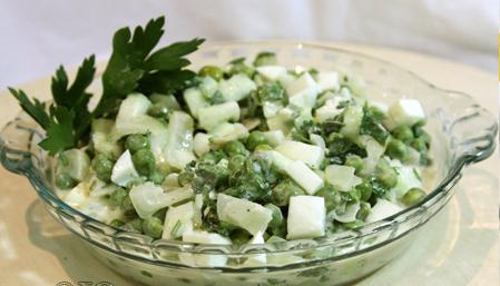 Рецепт Салат из свежего зеленого горошка с печеным луком