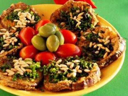 Рецепт Ароматные баклажаны с кедровыми орешками