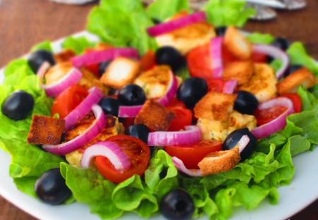 Рецепт Овощной салат с куриными фрикадельками
