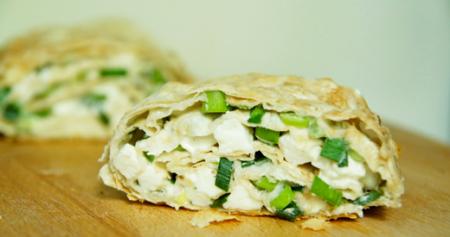 Рецепт Рулет из лаваша с адыгейским сыром и зеленью чеснока