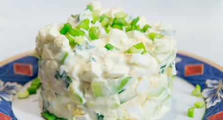Рецепт Салат из яиц, авокадо и огурца