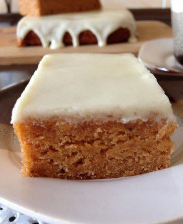 Рецепт Пряный томатный пирог под нежной глазурью из сливочного сыра