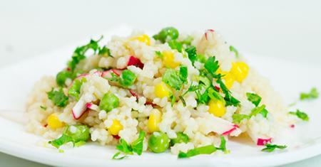 Рецепт Салат из кус-куса с редисом, зеленым горошком и кукурузой