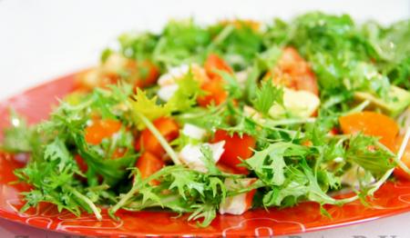 Рецепт Салат из рукколы, авокадо, помидор и болгарского перца с крабовыми палочками
