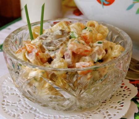 Рецепт Салат из ветчины и макарон под соусом рикотта