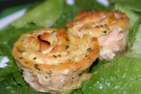 Рецепт Рулеты-розочки из форели с апельсинами