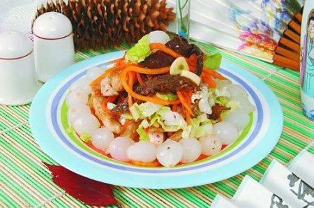 Рецепт Салат-ассорти из рыбы и курицы с овощами