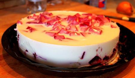 Рецепт Шоколадный торт с молочно-клубничным желе
