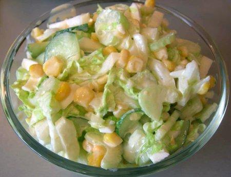 Салат с сельдереем и творогом