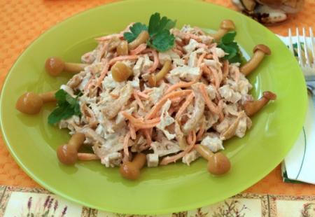 Рецепт Салат с маринованными опятами и корейской морковью