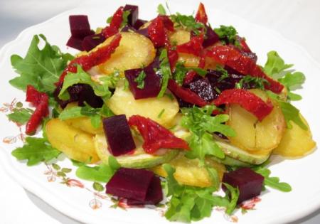 Рецепт Теплый салат с вялеными помидорами