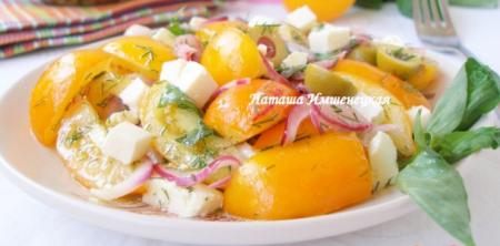 Рецепт Салат из жёлтых помидоров с адыгейским сыром