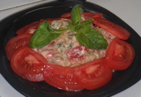 Рецепт Салат с баклажаном, помидором и базиликом