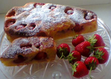Рецепт Быстрый творожный пирог с клубникой