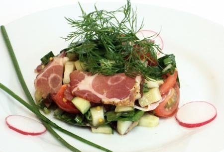 Рецепт Салат из овощей и сыровяленого мяса
