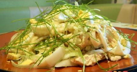 Рецепт Салат с курицей и кальмарами