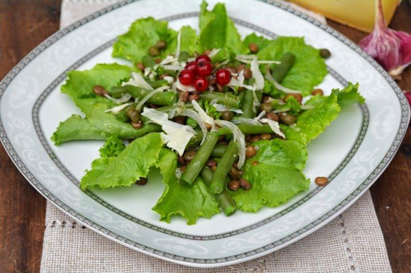 Салат с маринованной стручковой фасолью