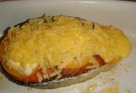 Рецепт Лосось с помидорами под сырной корочкой