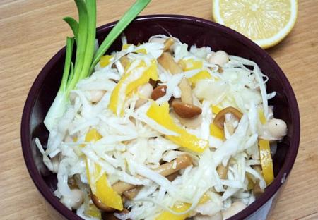 Рецепт Салат из капусты с фасолью, грибами и сладким перцем