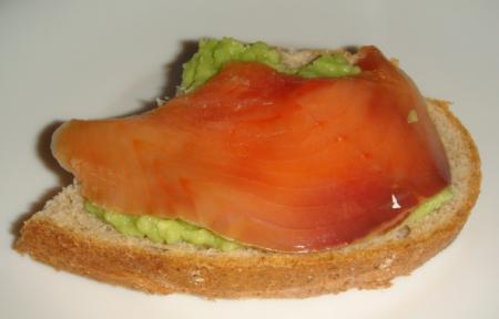 Рецепт Бутерброды с авокадо и красной рыбой