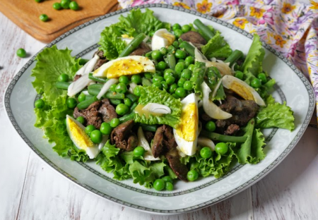 Рецепт Салат с куриной печенью, горошком и стручковой фасолью