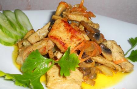 Рецепт Свинина жареная с грибами и черносливом