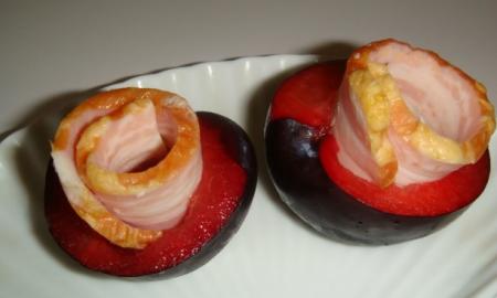 Рецепт Закуска Сливы-розочки