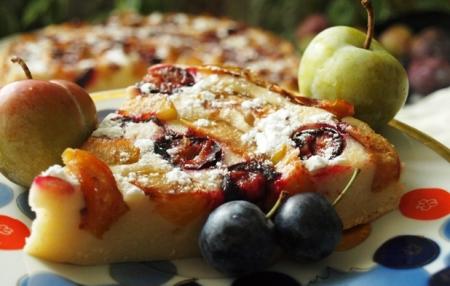 Рецепт Нежный сырно-сливовый пирог с тёрном