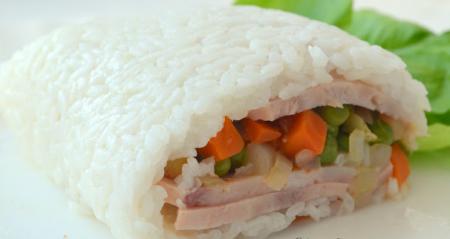 Рецепт Рисовый рулет с овощами и ветчиной