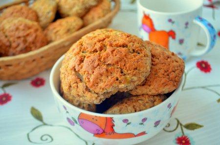 Рецепт Пряное печенье с хурмой и грецкими орехами
