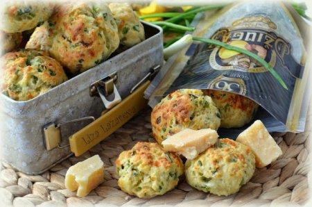 Рецепт Луково-чесночное печенье с пармезаном