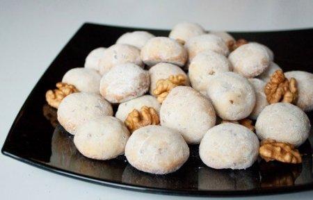 """Рецепт Печенье """"Снежки"""" с орехами, медом и коньяком"""