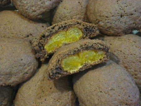 Рецепт Печенье из шоколадных конфет с курагой и ванилью