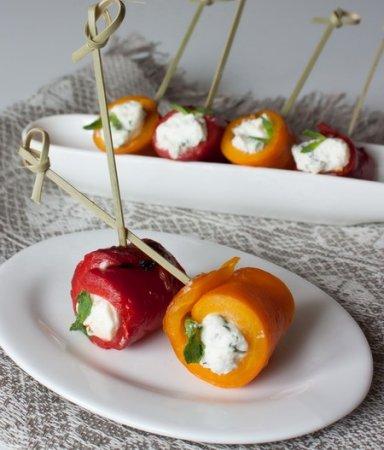 Рецепт Рулетики из печеного перца с сыром и зеленью