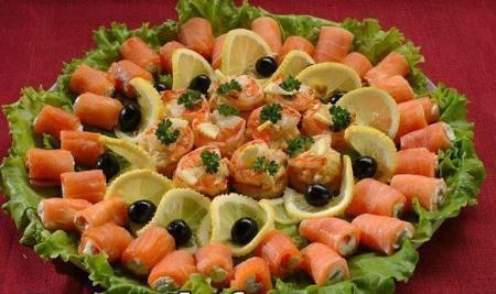 Рецепт Закуска - рулетики из семги