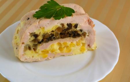 Рецепт Рулет из сочного куриного филе, грибов и нежной сметанной заливки