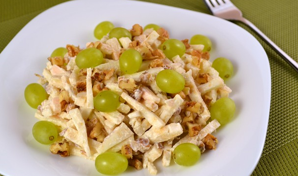 Салат с виноградом и яблоком рецепт с 15