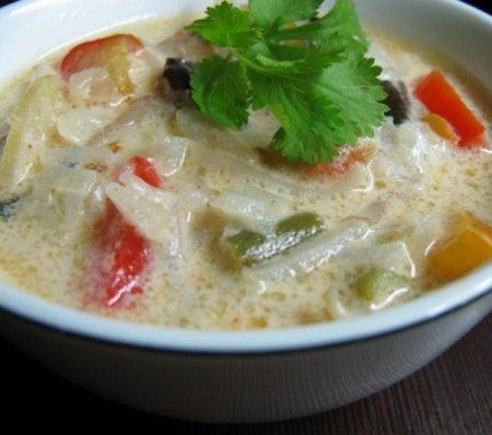 Овощной суп на кокосовом молоке с имбирем