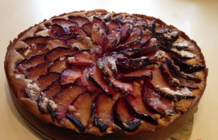 Рецепт Сливово-яблочный пирог с корицей