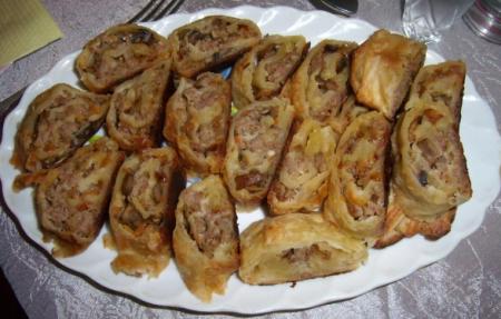 Рецепт Слоеный рулет с мясом и грибами