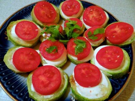 Рецепт Легкая закуска из кабачка с помидором