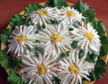 Рецепт Салат - Ромашковое поле с рисом и консервированной горбушей