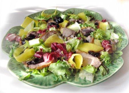 Рецепт Салат с уткой и манго
