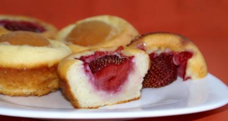 Творожники с абрикосами или клубникой